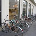 Велостоянка у магазина в