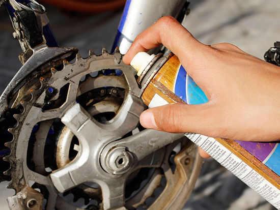 Очистка и смазка цепи велосипеда
