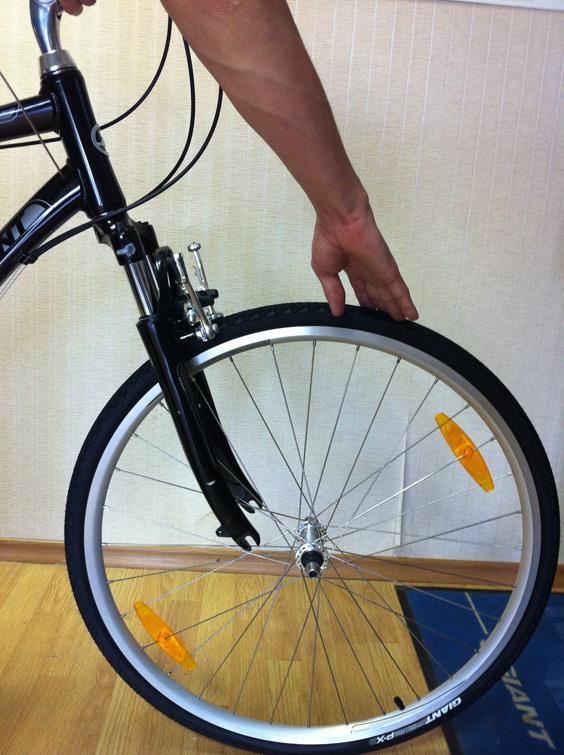 Установка переднего колеса горного велосипеда