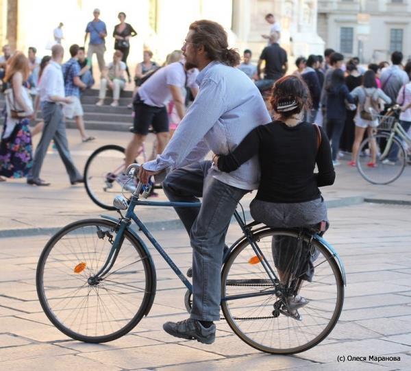 фото мужчина на велосипеде в Италии, фото люди в Италии на велосипеде, люди на велосипеде в Европе