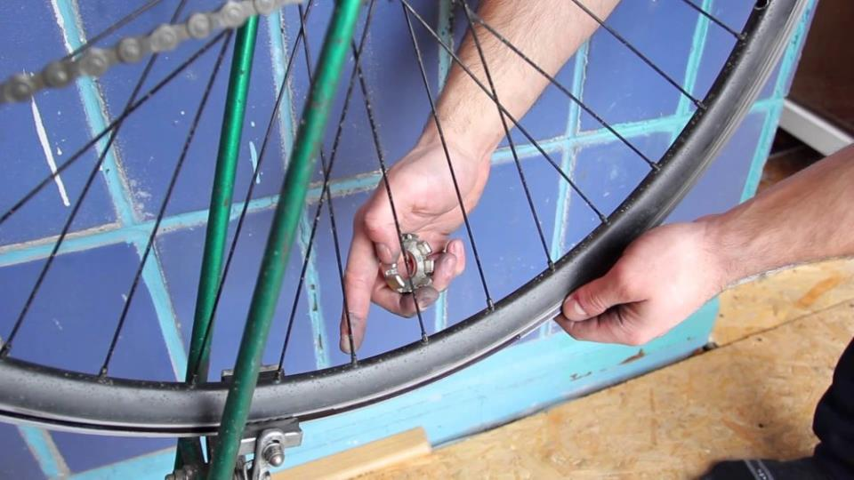 Спицы колеса велосипеда