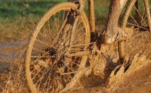 Увязшее в грязи колесо