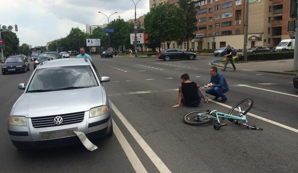 Сбил велосипедиста на проезжей части: чья вина