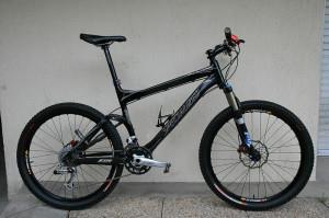 Горный велосипед с двумя амортизаторами