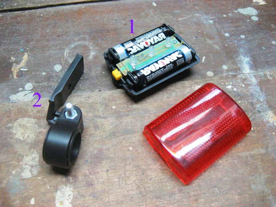 Задняя мигалка на батарейках