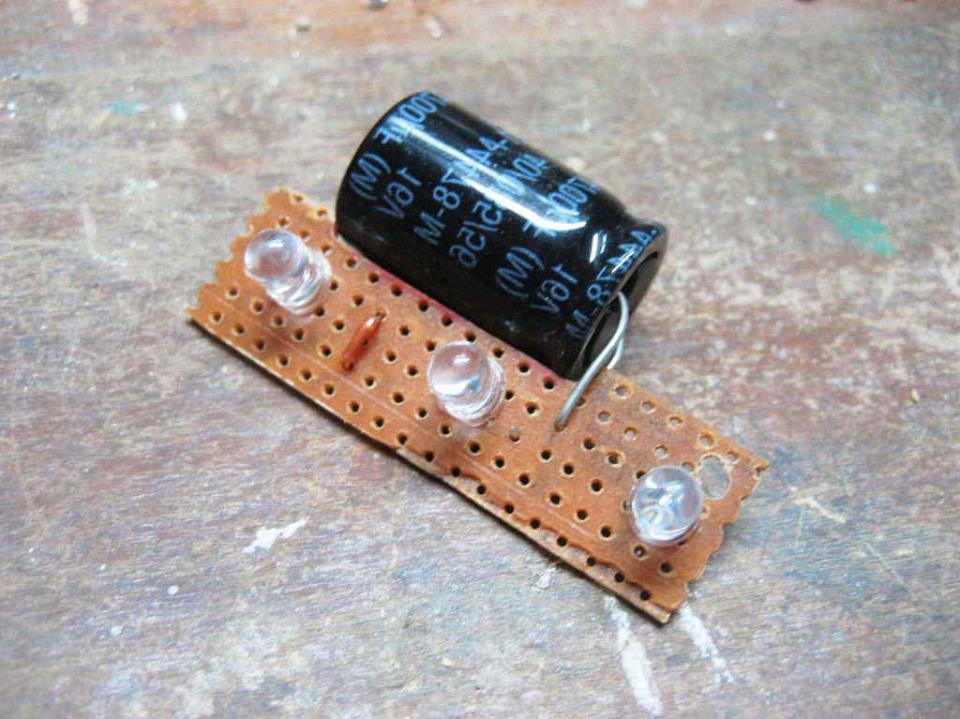 Плата со светодиодами и конденсатором