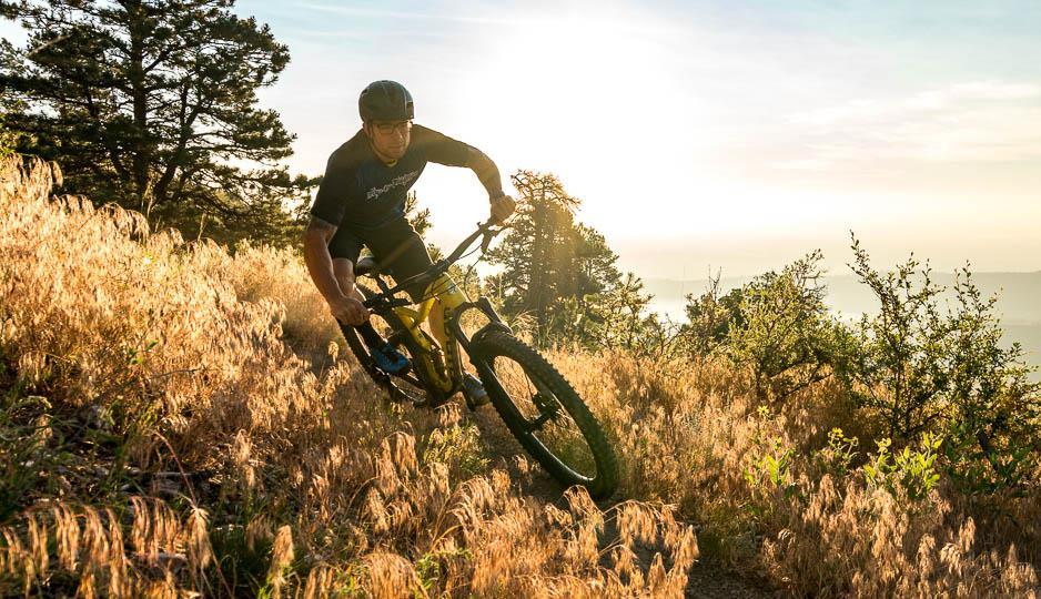 горный велосипед в горах