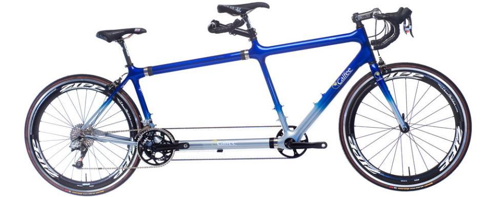 Синий велосипед-тандем