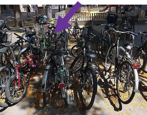 Пример правильной парковки в скоплении велосипедов