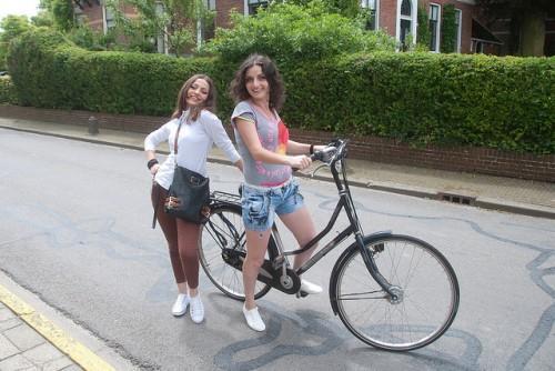 Городской велосипед для девушек большим диаметром колес