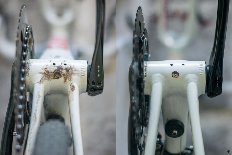 Грязь снизу велосипеда.