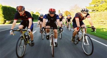 спортсмены на велосипедах