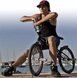 Велосипед BMX это модификация обычного двухколесного устройства в спортивный или цирковой