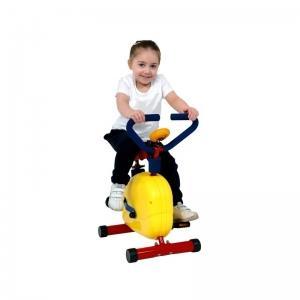 ребенок на велотренажере