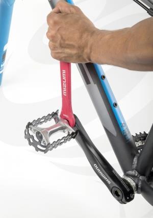 Съём педали велосипеда ключом