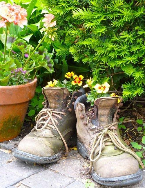 Цветники в старых ботинках