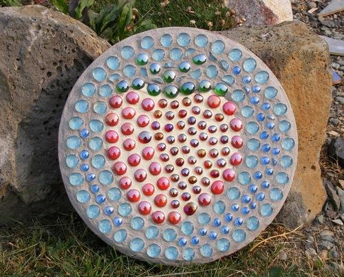 Панно из стеклянных бутылок фото