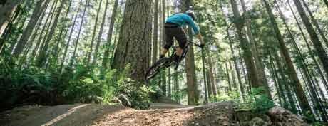 прыжок на горном велосипеде