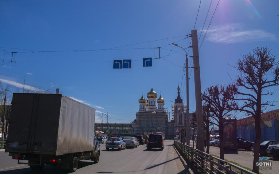 Вид на вокзал и строящуюся церковь в Твери