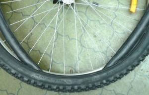 Установка велосипедной камеры в шину