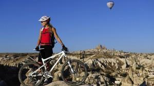 Подъем в гору на велосипеде