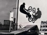 трюк на BMX-байке
