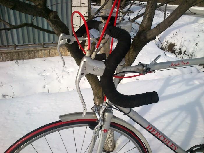 Один рычаг на два тормоза для шоссейного велосипеда