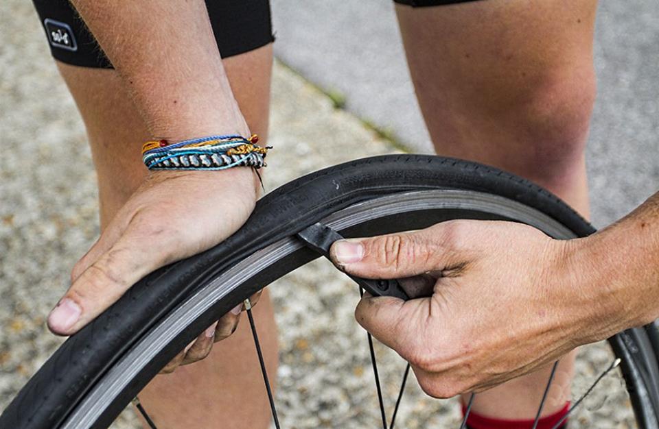 разбортовка колеса велосипеда