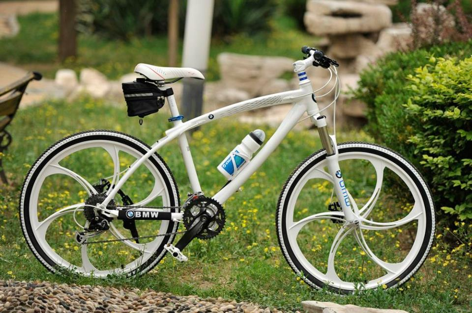 Велосипед с литыми колесами