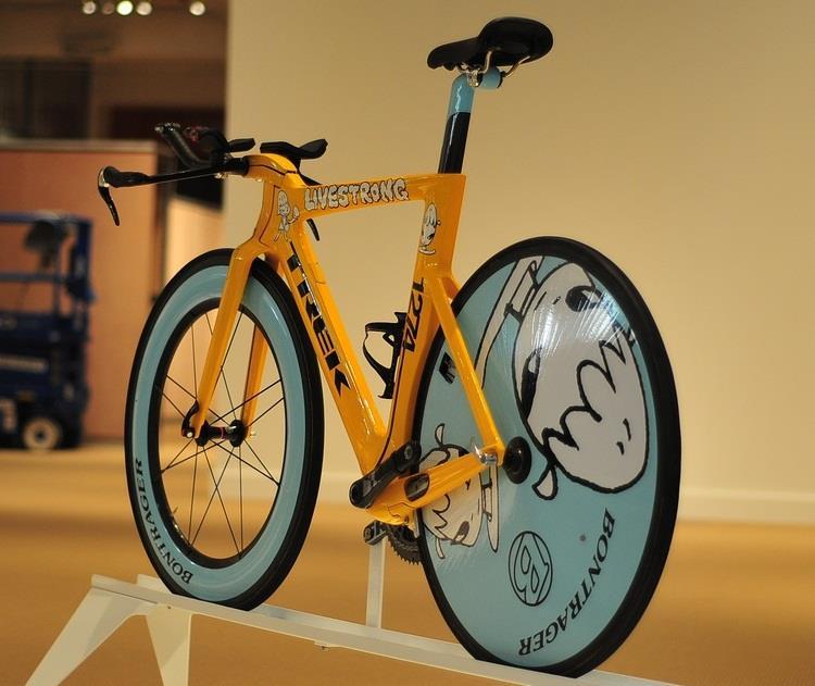 самые дорогие гоночные велосипеды: Trek Yoshitomo Nara Speed Concept фото
