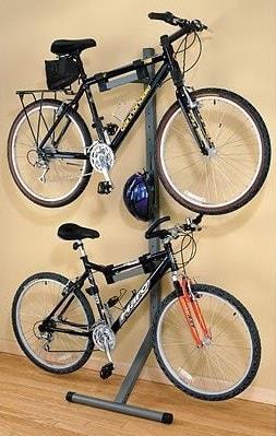 Два велосипеда на подставке