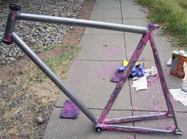Очистка велосипедной рамы от краски
