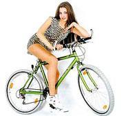 seksualnaya devushka na velosidpede