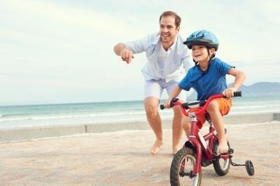 Учим ребенка кататься на велосипеде с дополнительными колесами