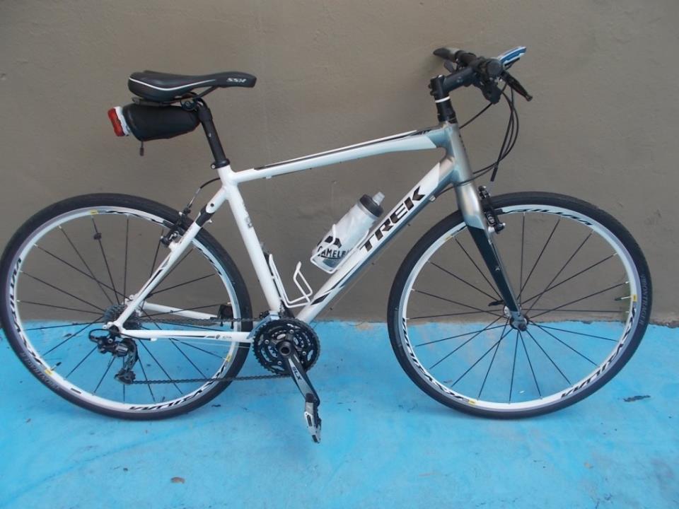 Дорожный велосипед с прямым рулём TREK 7. 6 FX (2013)