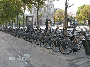 Одна из стоек сети велопроката в Париже. Фото Елены Тарасовой