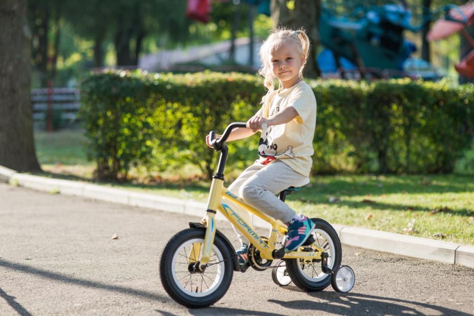 Детский велосипед с приставными колесами