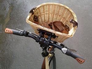 плетеная велосипедная корзина