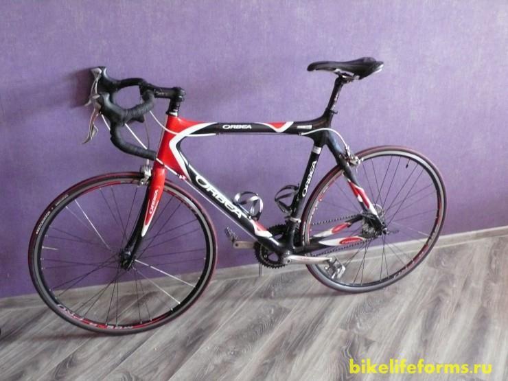 Легкий шоссейный велосипед