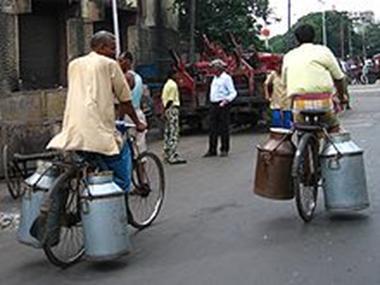 http://upload.wikimedia.org/wikipedia/commons/thumb/7/70/BicyclesMilkChurnsKolkata_gobeirne.jpg/220px-BicyclesMilkChurnsKolkata_gobeirne.jpg