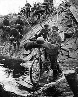 http://upload.wikimedia.org/wikipedia/commons/thumb/9/94/FinnishTroopsInLaplandWar_1944_crossing_river.jpg/220px-FinnishTroopsInLaplandWar_1944_crossing_river.jpg