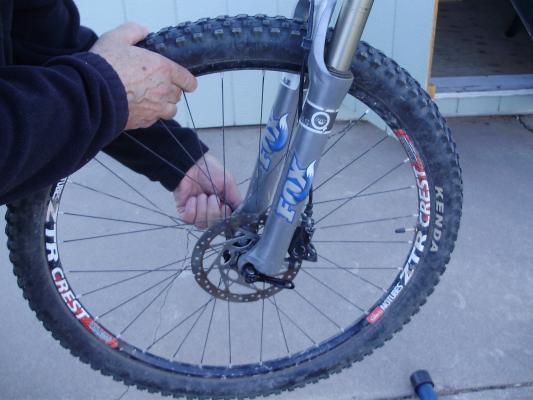 снятие колеса велосипеда