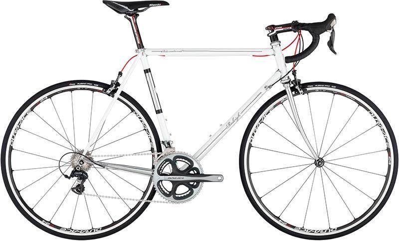 Шоссейный велосипед с рамой из хромомолибденового сплава Raleigh International