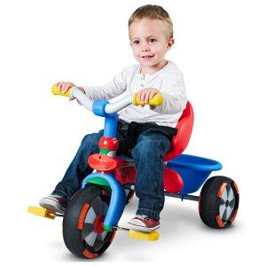 малыш на ярком велосипеде