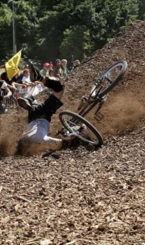 Почему не падает велосипед?