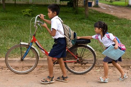 Велосипед для подростков с ручными тормозом и системой переключения скоростей