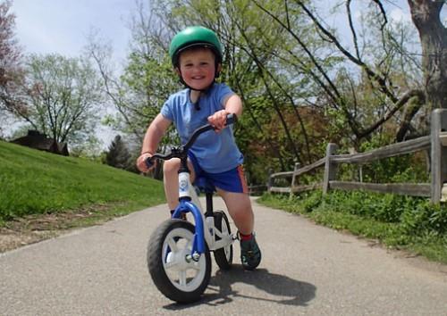 Велосипед без педалей для детей самого маленького возраста