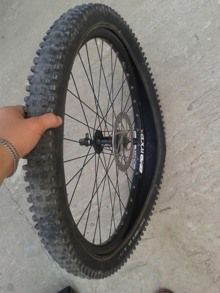 Одеваем покрышку на колесо