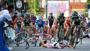падение с велосипеда на гонке