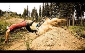 падение с велосипеда даунхилл